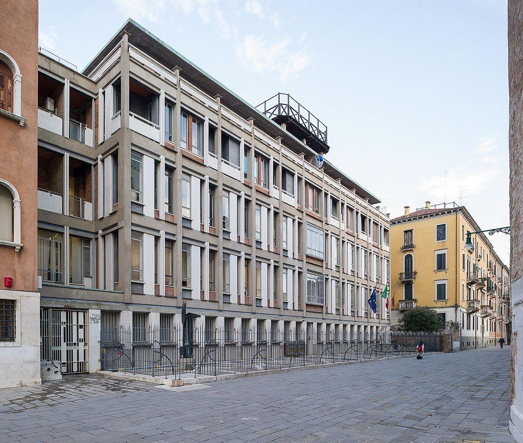https://flic.kr/p/rJSpGq | palazzo dell'INAIL, Venezia | D786_350b 27/02/2015 : Venezia, calle nuova San Simeone: palazzo dell'INAIL (Giuseppe Samonà, Elge Trincanato, 1952-59)