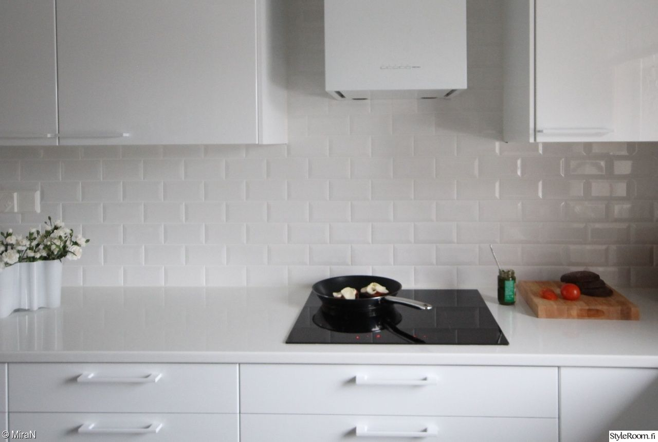 valkoinen keittiö,moderni keittiö,korkeakiilto