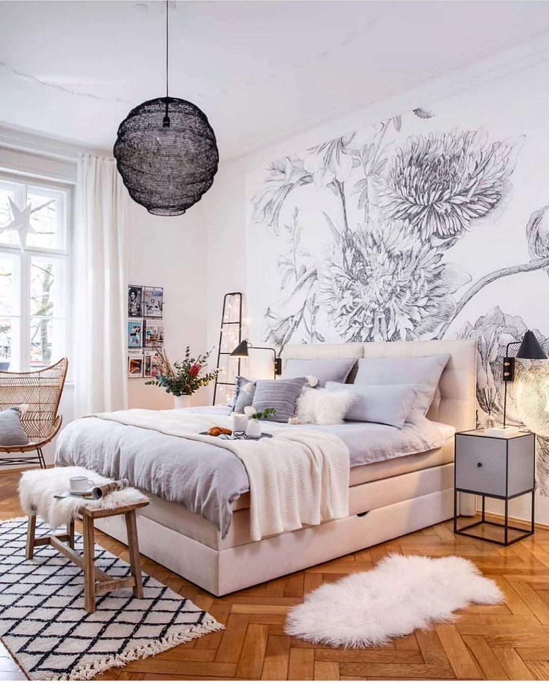 weißes boxspringbett mit bettkasten im skandinavischem