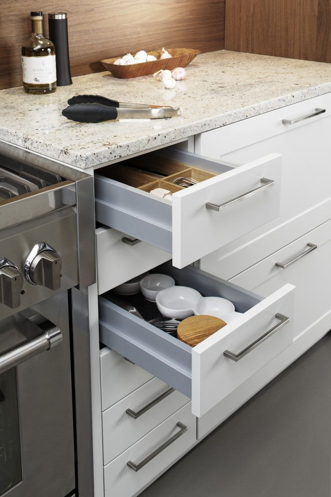 Large Modern L Shaped Eat In Kitchen Idea In New York With