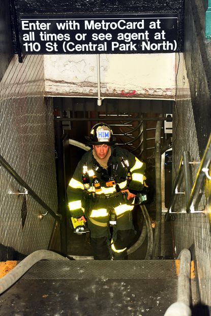 He Would Help Anyone He Could Hero Mta Train Operator Dies Trying To Evacuate Commuters From Harlem Subway Fire At Least Nine Others Hospitalized Subway Train Subway Harlem