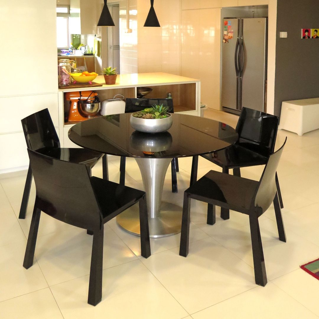 Dining Table 10mm Thick Black Coated Tempered Glass 110cm Dia X