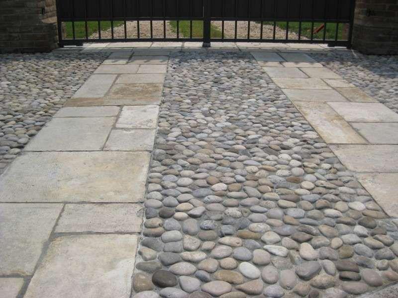 Decorare il giardino con i sassi nel giardino outdoor