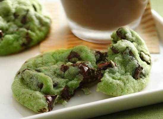 Green chocolate chip cookies
