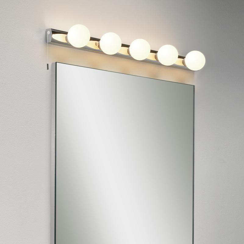 Astro Cabaret Holen Sie Sich Den Gewissen Hauch An Glanz Und Glamour In Ihr Badezimmer Die Spiegelleuc Spiegel Mit Beleuchtung Badezimmerleuchten Lampen Bad