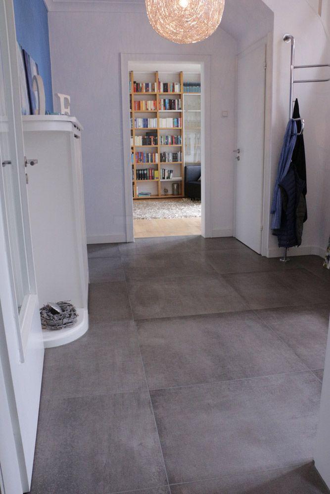 Betonoptik im 80x80 cm Format im Eingangsbereich http\/\/wwwfranke - moderne bodenfliesen wohnzimmer
