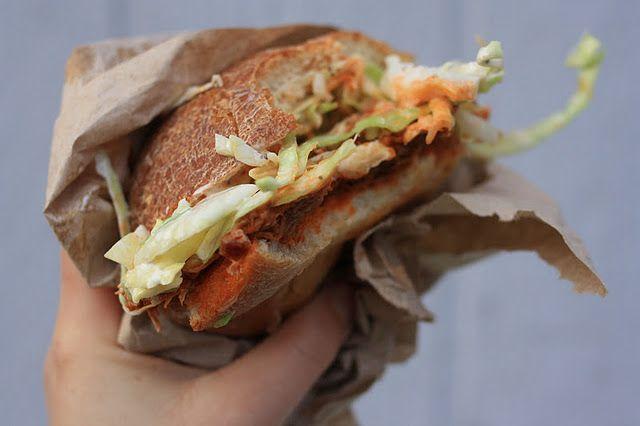 Pulled turkey sandwich w/slaw