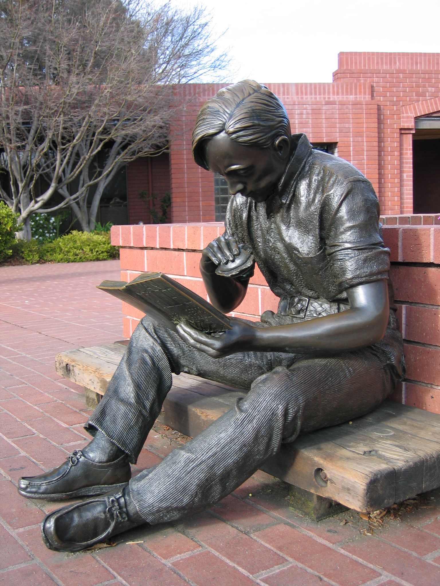 'Out to Lunch' statue by J. Seward Johnson (1979) - at the Sunnyvale, CA Public Library; this is one of eight editions of this statue