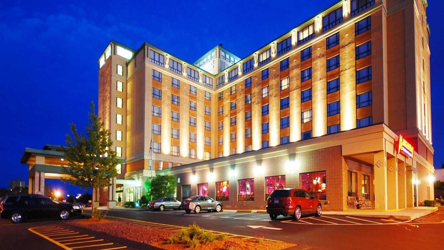 Comfort Inn Suites Bos Airport Parking With Images Hotel