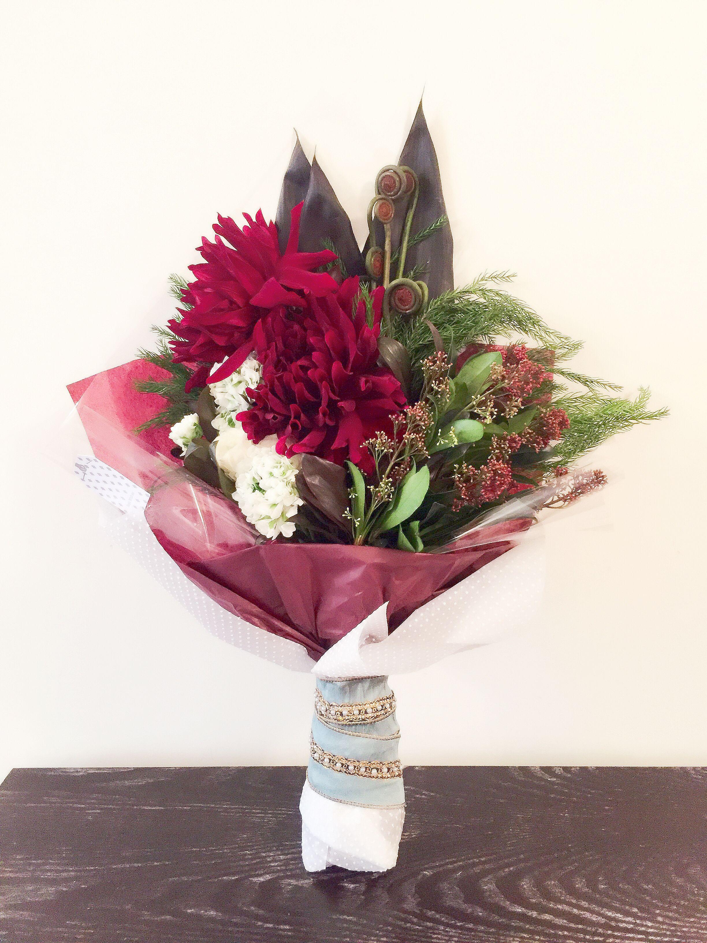 Red dahlia white ranunculus flower bouquet HK1290 | Valentine ...