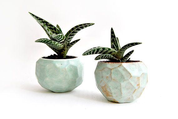 Barruntando Https Www Etsy Com Es Listing 192042049 Hecho Por Encargo Macetero Facetado De Ceramic Planters Ceramic Pinch Pots Pottery Planters