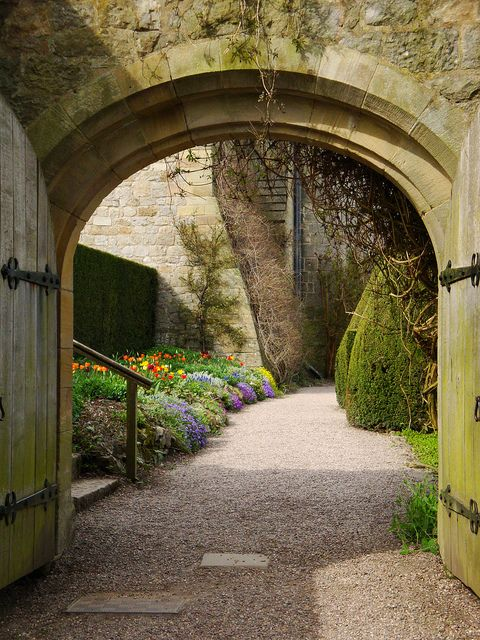 Entrance to Chirk Castle in Wrexham, Wales (by chelsea_steve).