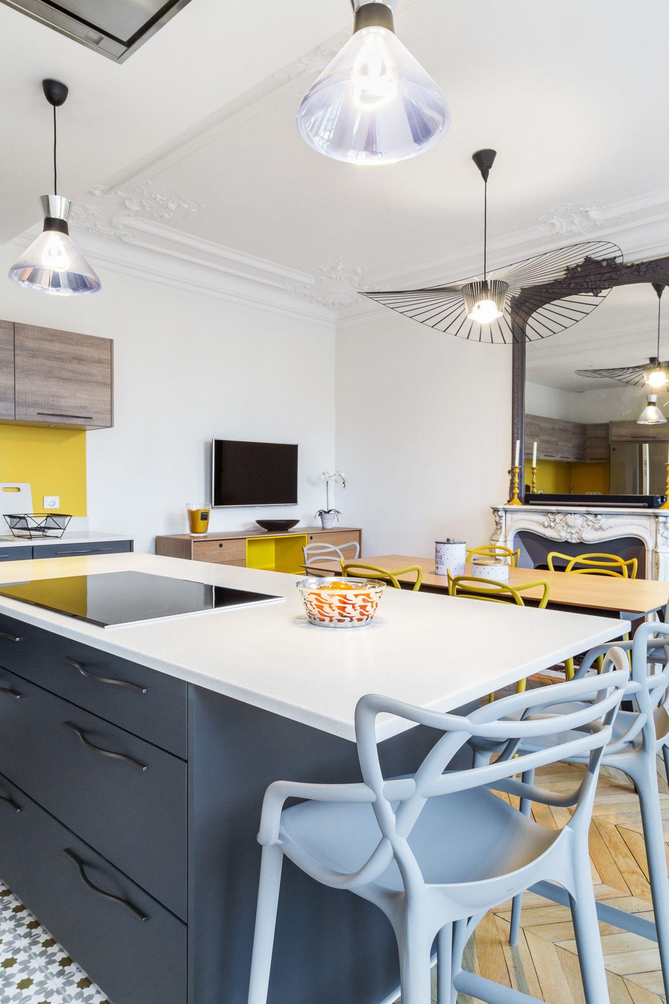Cuisine graphique jaune et grise - appartement haussmannien