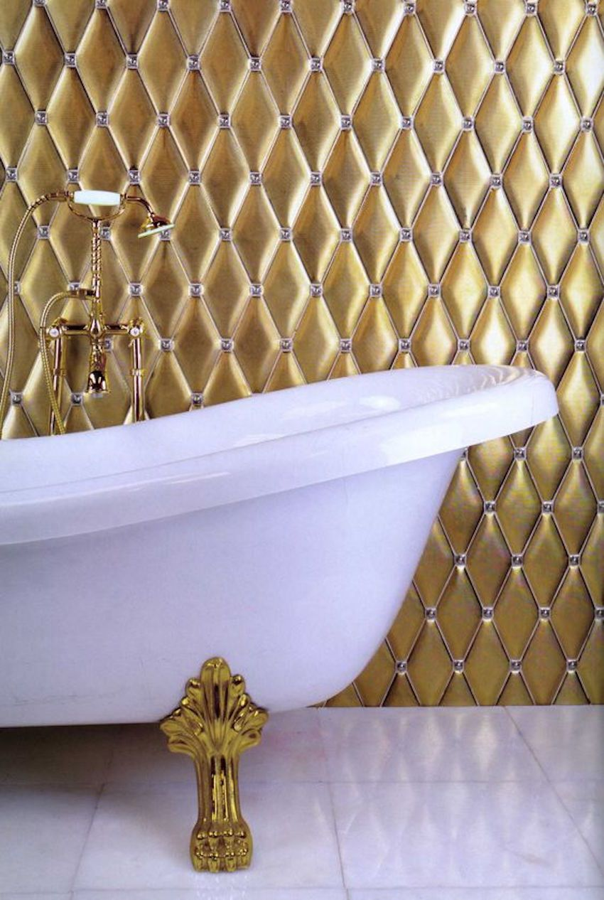 10 Glamorous Luxury Bathrooms with Golden Touch | Luxury, Gold walls ...