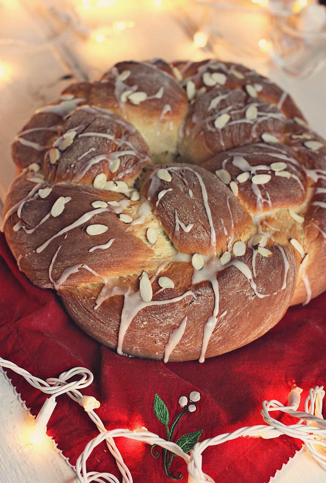 Swedish Christmas Bread.Swedish Christmas Bread Braid Kardemumma Krans