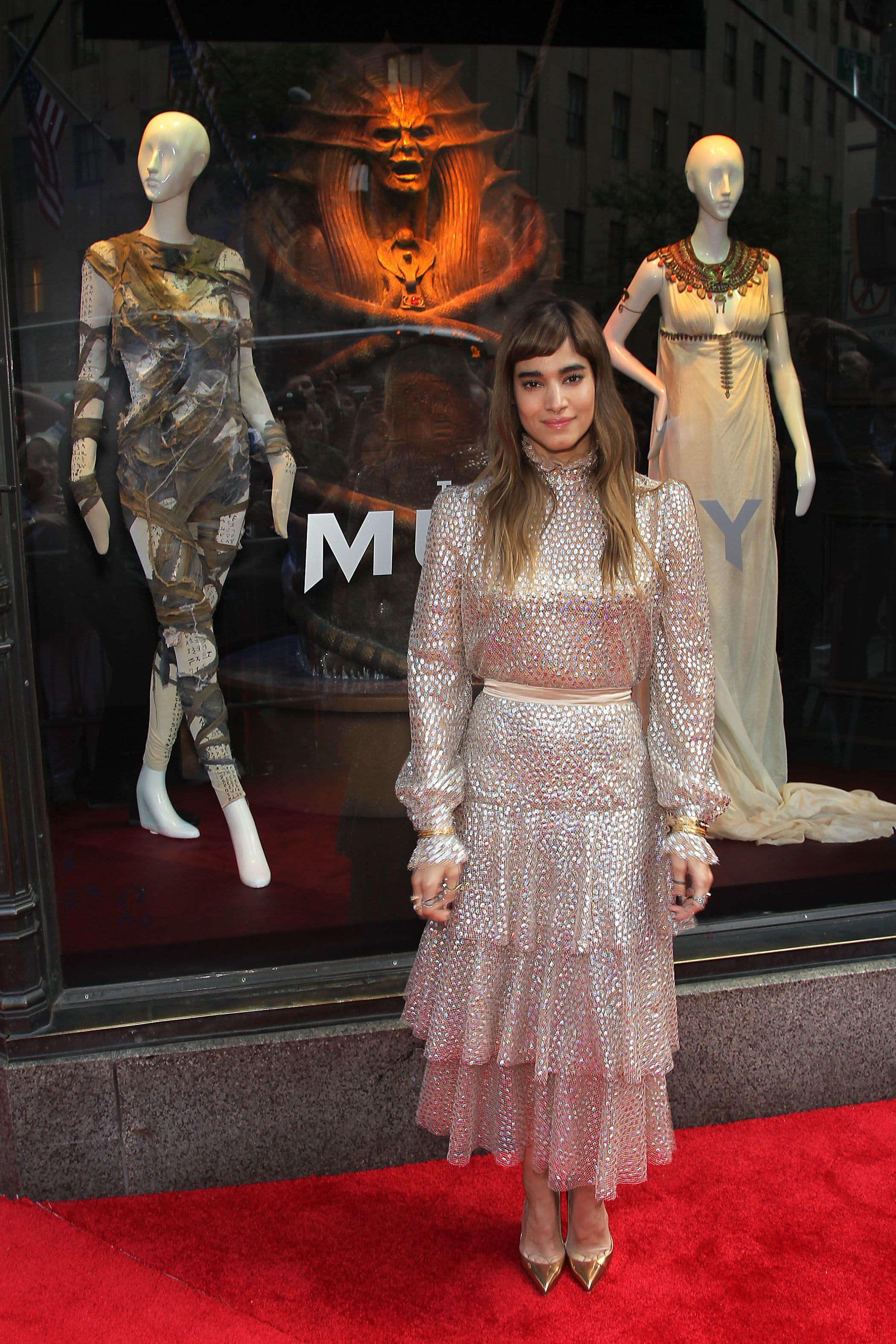 The Mummy S Sofia Boutella Talks Dressing For The Red Carpet And Working With Tom Cruise Sofia Boutella Egyptian Clothing Sofia