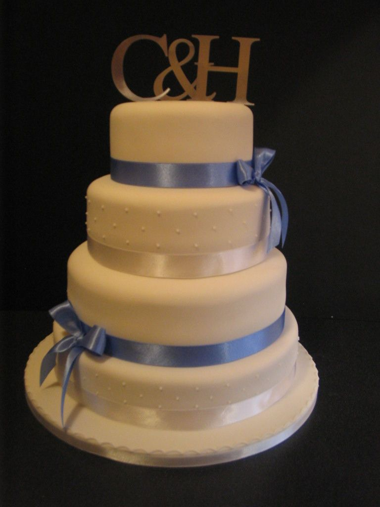 Blue and white wedding decor  white And Blue Wedding Theme  Carinaus Cakes BLUE AND WHITE THEMED