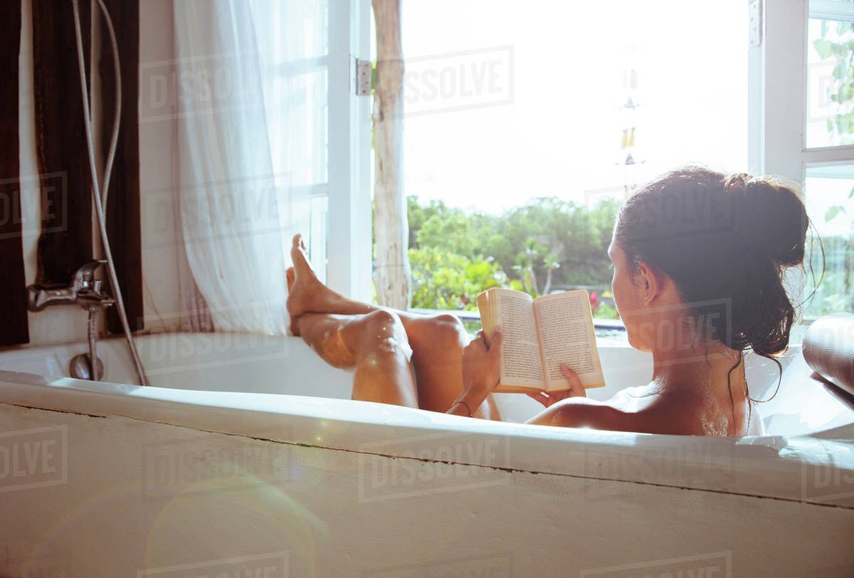 Reading in the bathtub | Não precisa falar de amor | Pinterest