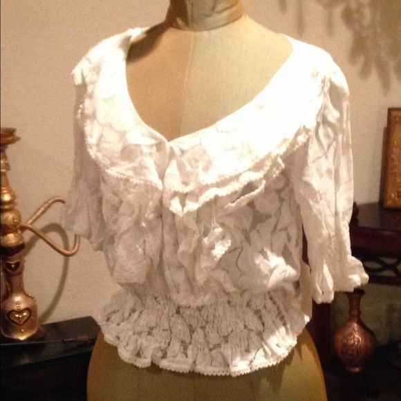 White ruffled top Elegant white riffles adorn a beautiful top. White. Pull over. Floral pattern. Fits 0-5 sizes. Worn once. Like-new! Tops