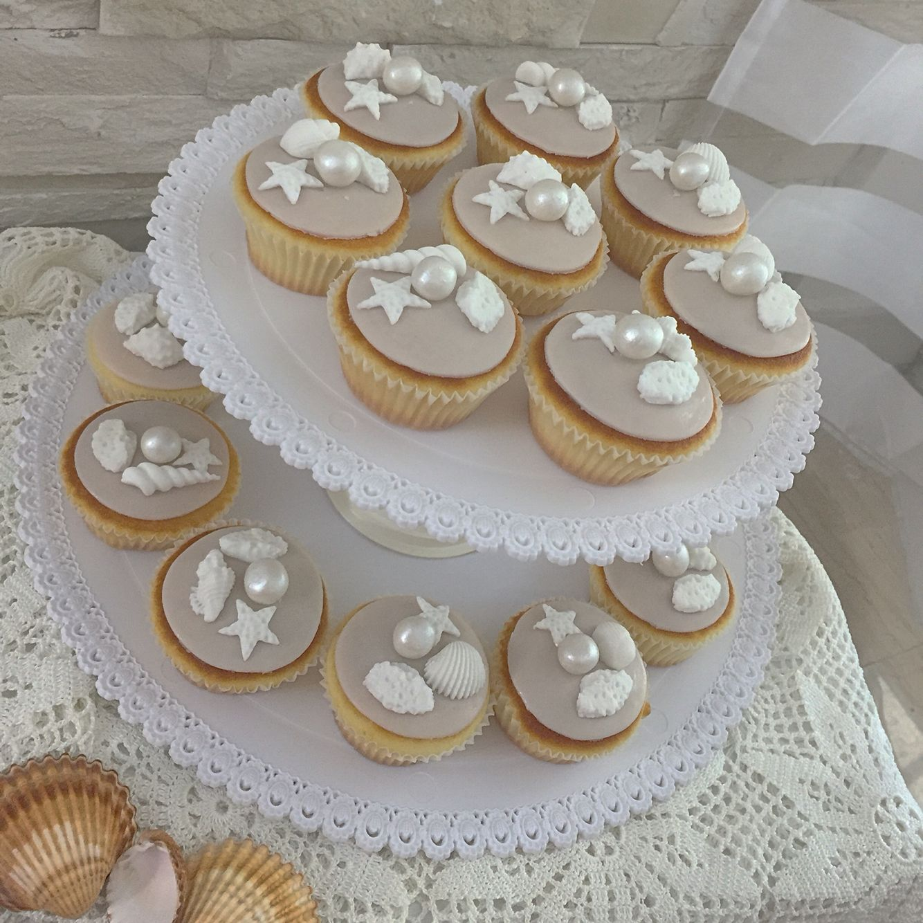 Cupcakes a tema marino 😋🐚 #instafood #ilas #ilassweetness #cakedesign #pastadizucchero #cupcakes #wedding #unicoeventi www.ilas.webnode.it www.facebook.com/ilascake