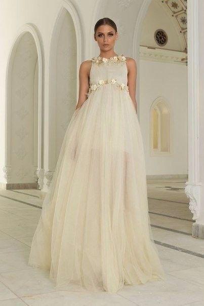 Delicados y finos vestidos...