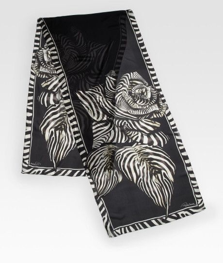 Kuva sivustosta http://cdna.lystit.com/photos/2012/06/14/roberto-cavalli-black-ossidiana-zebra-silk-scarf-product-2-3916900-593073868_large_flex.jpeg.