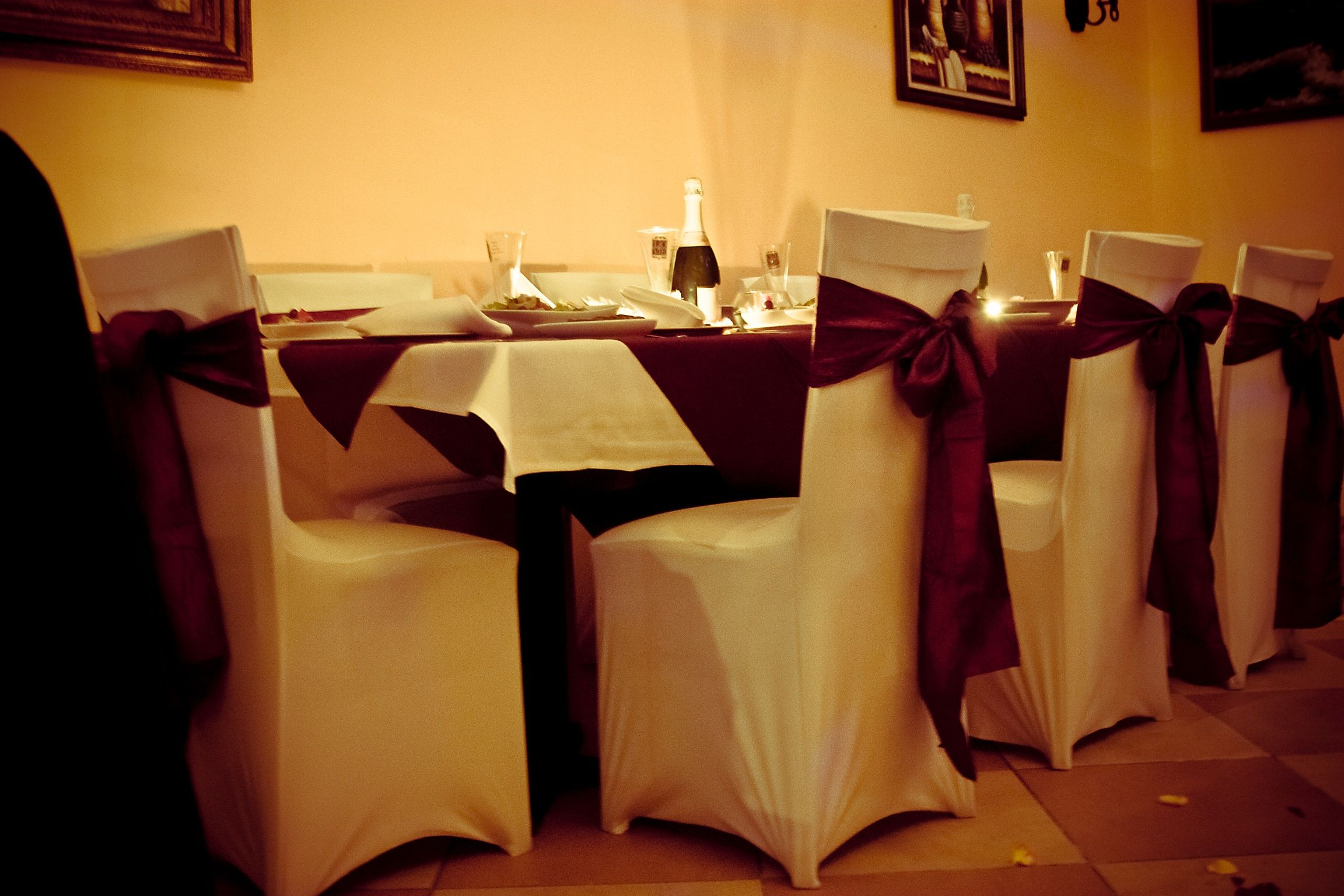 So Romantic Our White Spandex Chair Covers W Burgundy Crinkled