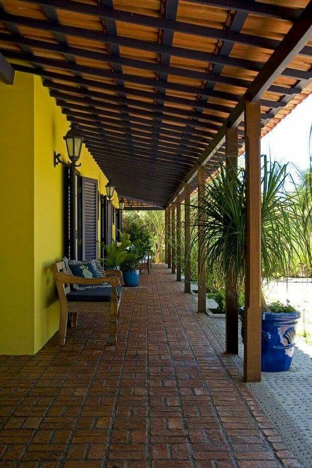 Corredor color contraste vigas patio pinterest for Terrazas para casas de campo