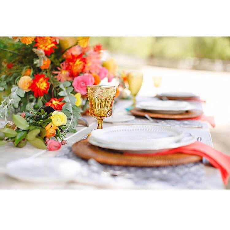 """Starting our Monday with this southwestern fiesta palette!  #tablescape"""