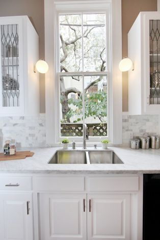 Marble counters and a decorative backsplash adorn the eat-in kitchen. Photo: Eva Stoyanov/Paragon Real Estate