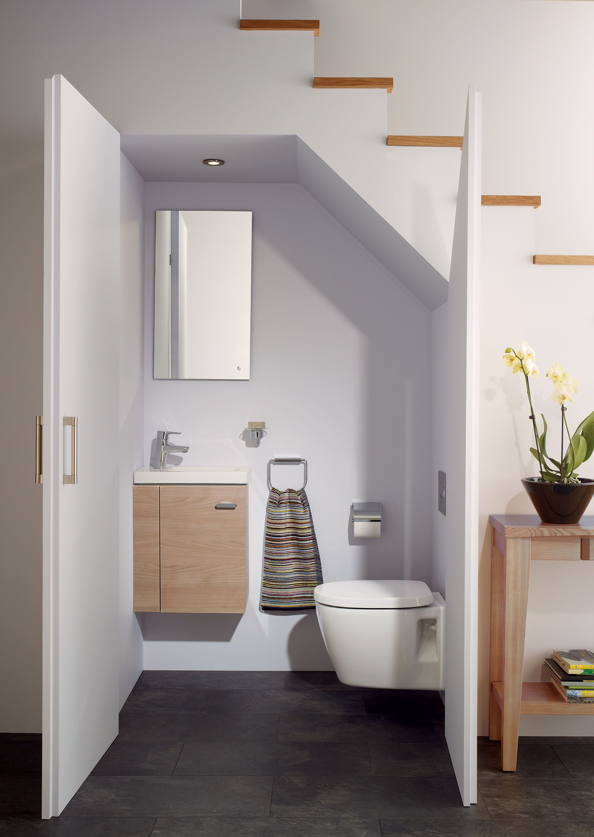 Idee per usare lo spazio sotto una scala Layout di bagno