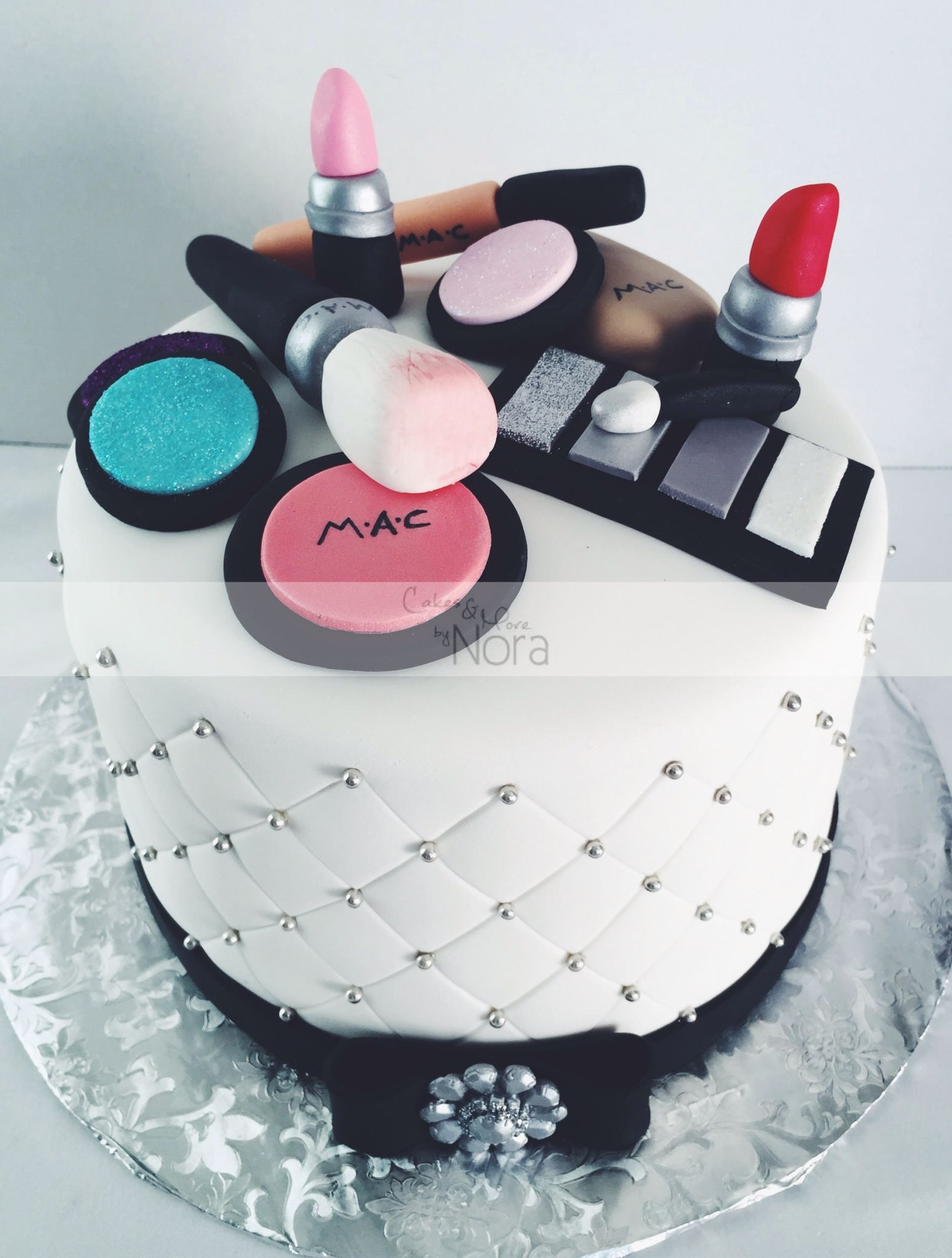 Makeup Cake Cakeore By Nora Cakes For Her Pasteles