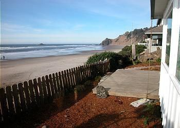 Shoreline Chateau - Oceanfront  w/ Hot Tub in Lincoln City