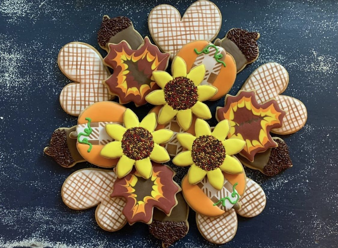 Fall in love with seasonal Sweets! Cookies by Jenni decorated this Autumn Cookies and used our Burlap Pattern and Buffalo Plaid Cookie Stencils to easily add extra details! #decoratedcookies #decoratedsugarcookies #fallcookies #cookiestencils #pumpkincookies #wreathcookies