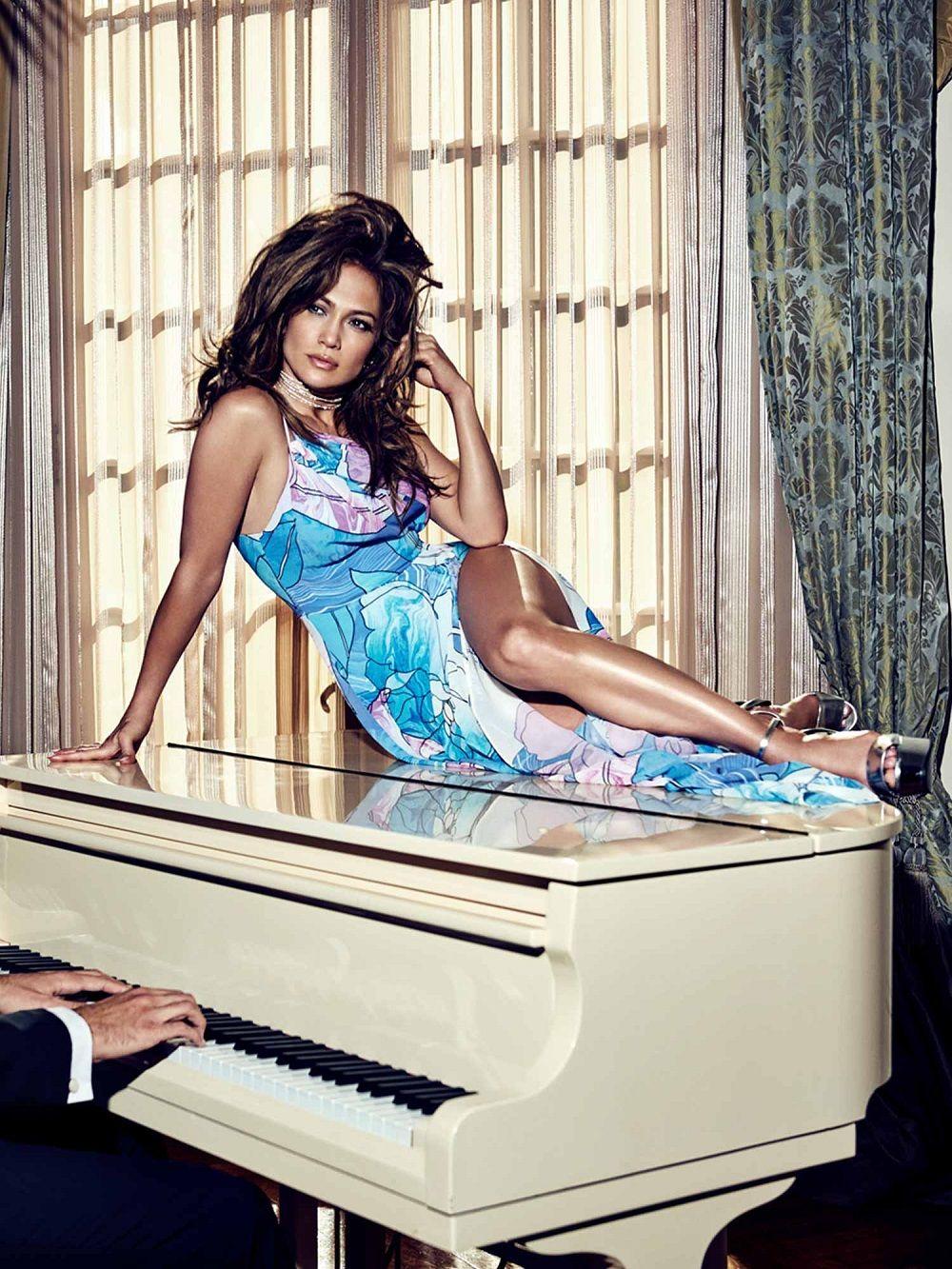 ROBE LONGUE FLEURS MARCIANO Jennifer Lopez Guess pas cher prix Robe femme  Guess 199.00 € TTC 33dabc66c4ac