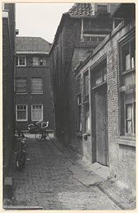 552_324028 De Vrankenstraat, uitkomend in de Mariënbornstraat, gezien naar het zuid-zuidwesten; … - Regionaal Archief Dordrecht