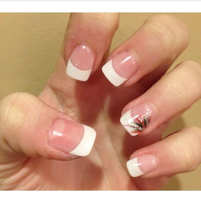 French tip gel nails with design on ring finger <3 - French Tip Gel Nails With Design On Ring Finger <3 Nailssss