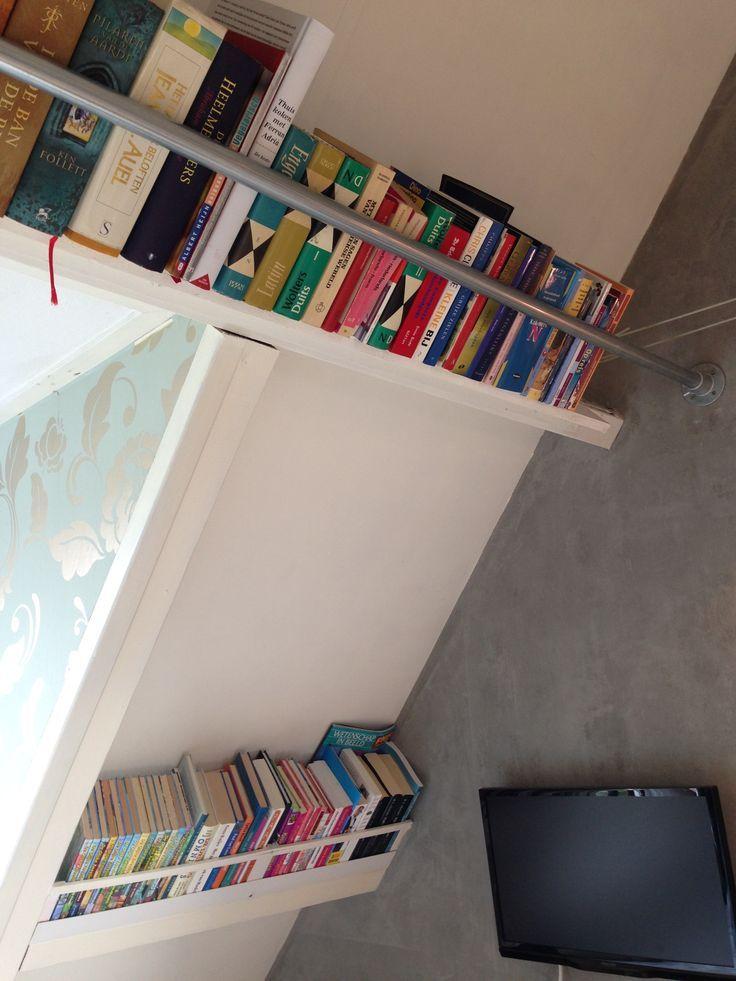 #Self-made #bookshelf #Sloping wall #Industrial design #Attic #Zelfgemaakte #boekenkast #Benutting #schuine wand #Industrieel #Zolder – Agi Agi #industridesign