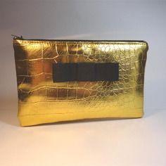Trousse pochette plate simili cuir reptile doré avec noeud noir