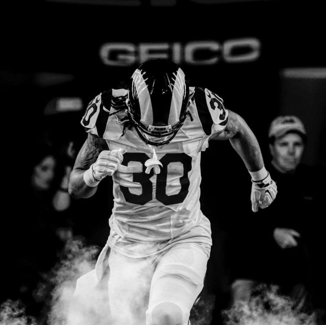 Pin By Ronnie Gallegos On Los Angeles Rams With Images Todd Gurley Los Angeles Rams La Rams