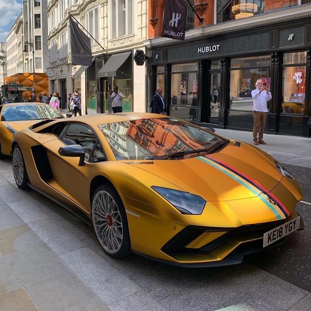 Gold Lamborghini Aventador S Follow Automobile Uk For More Credit Corentin Spot Aventador Lamborghini Cars F Super Cars Luxury Cars Lamborghini