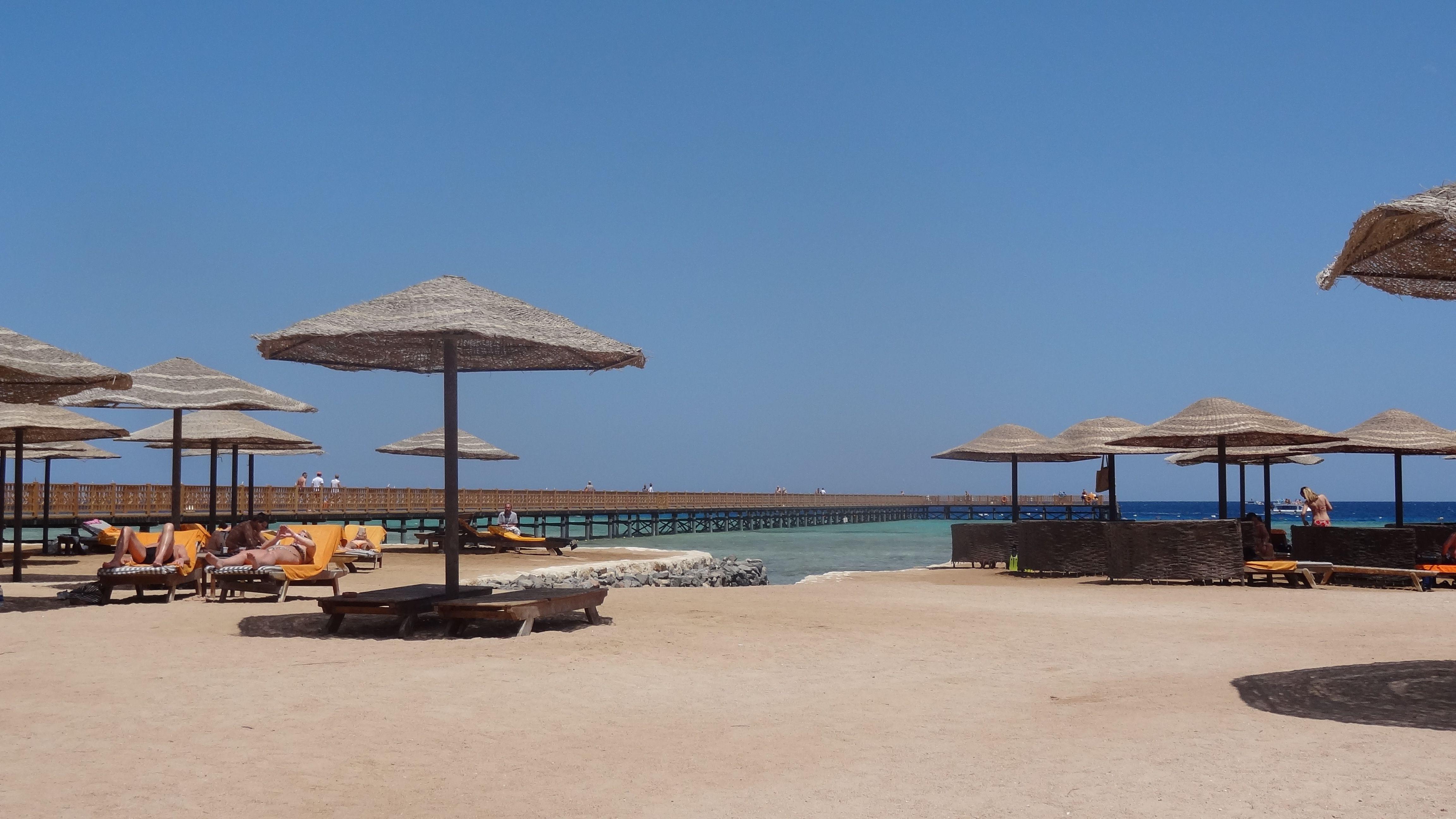 "Strand und Badesteg des Grand Makadi Hurghada ""gypten Makadi Bay"