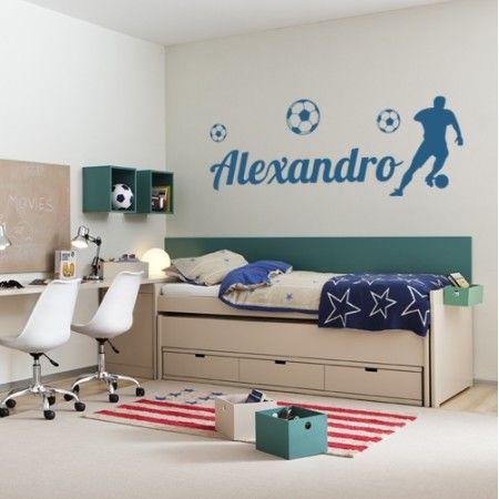 Decoración de paredes infantiles y juveniles con el nombre Alexandro, la silueta de futbolista y balones de fútbol. Pegatinas o stickers con nombre Alexandro