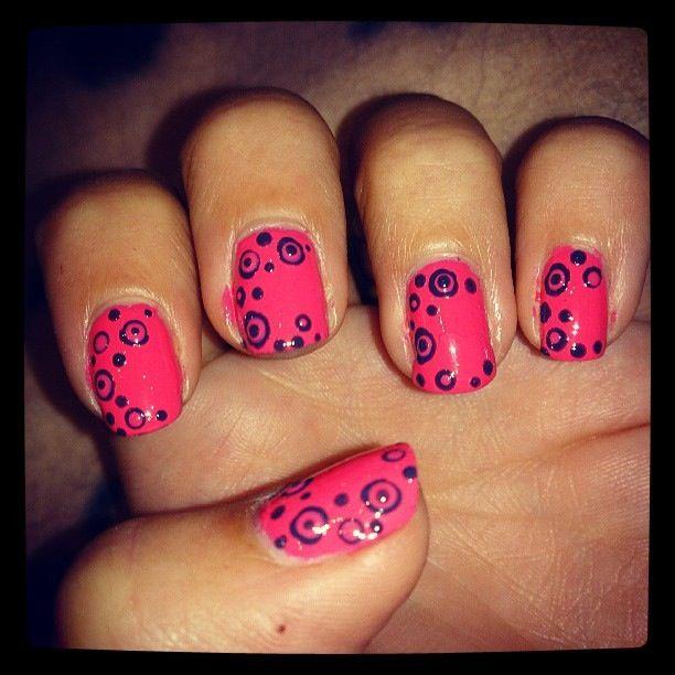 Circle dotty nail art