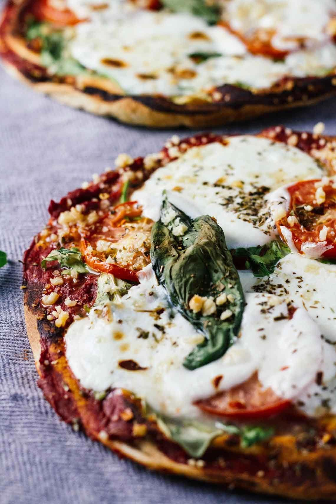 Margherita Pita Bread Pizzas Healthy delicious and easy to make Perfect for busy weeknights10Minute Margherita Pita Bread Pizzas Healthy delicious and easy to make Perfec...