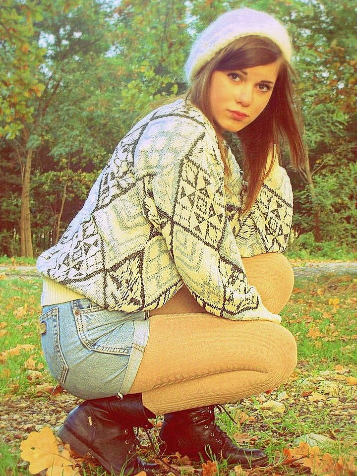 Autumn Fall Outfit Hiking Shorts Pantyhose Boots Hat Sweater