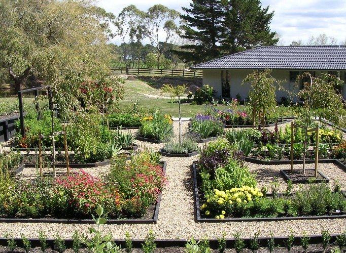 Interesting raised garden design - not the normal ...