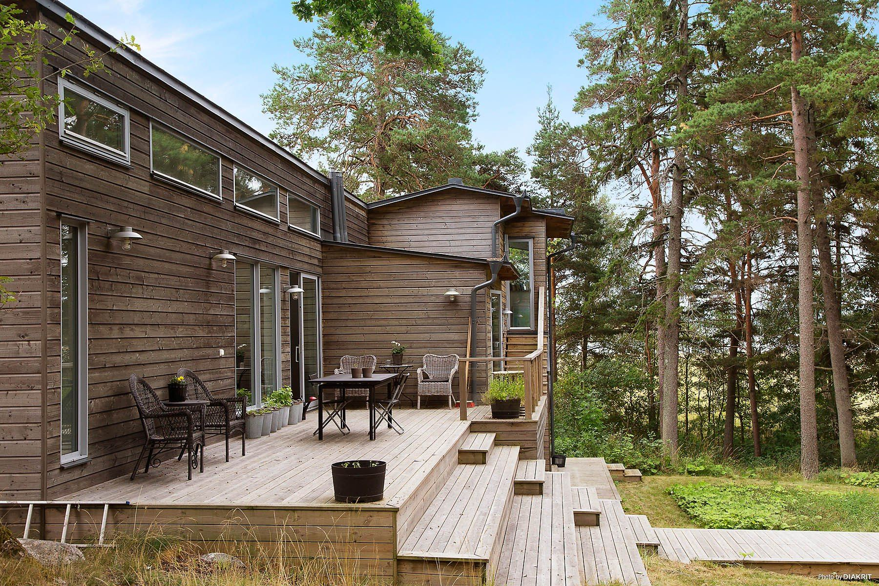 Moderna casa de madera junto al lago las mejores ideas - Casas de madera nordicas ...
