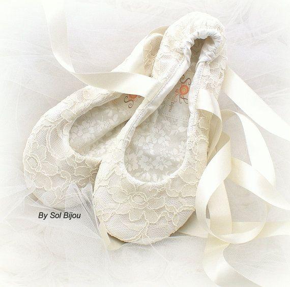 Ivory Lace Ballet Shoes Ivory Bridal Flats Ivory Ballet Slippers Lace Flats Shoes Wedding Flats Shoes Custom Flats Bridal Shoes Bridal Shoes Flats Wedding Shoes Flats Lace Wedding Shoes Flats Ivory