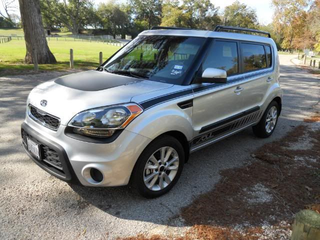 2012 Kia Soul With Black Stripes With Images Kia Soul